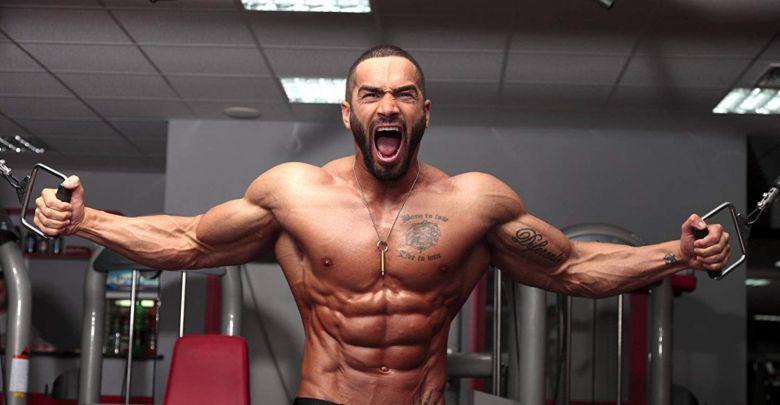 با وزنه سنگین تر تمرین کنم یا تکرارهایم را بیشتر کنم؟